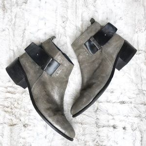 Davos Gomma White Mountaine Leather Ankle Boots